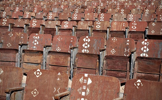 شکاف - صندلیهای خالی